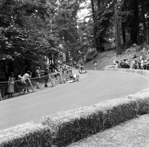 Two racers go around the first corner
